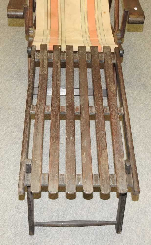 A folding wooden deck chair - Image 4 of 6