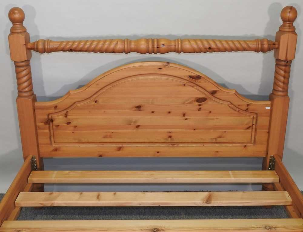 A modern pine double bedstead - Image 5 of 8