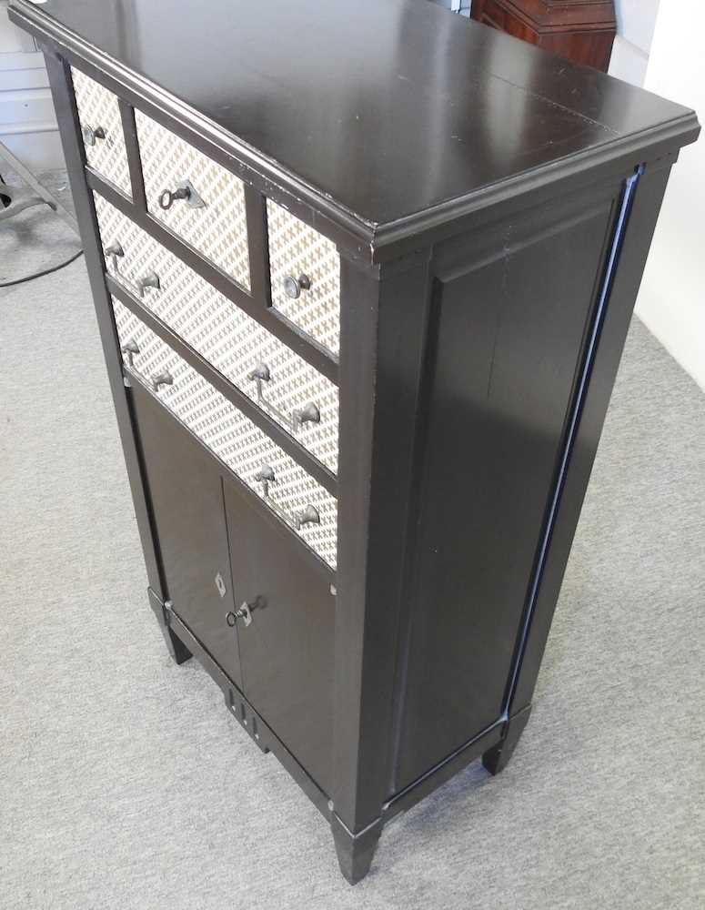 A modern black and white narrow cabinet - Image 5 of 6