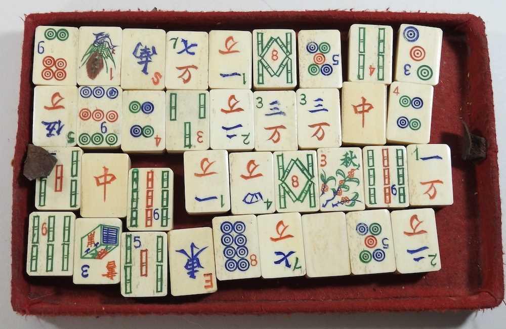 A vintage mahjong set - Image 3 of 12