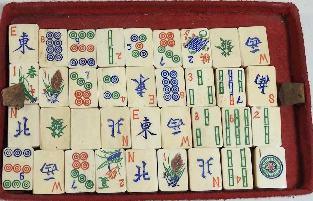 A vintage mahjong set - Image 6 of 12