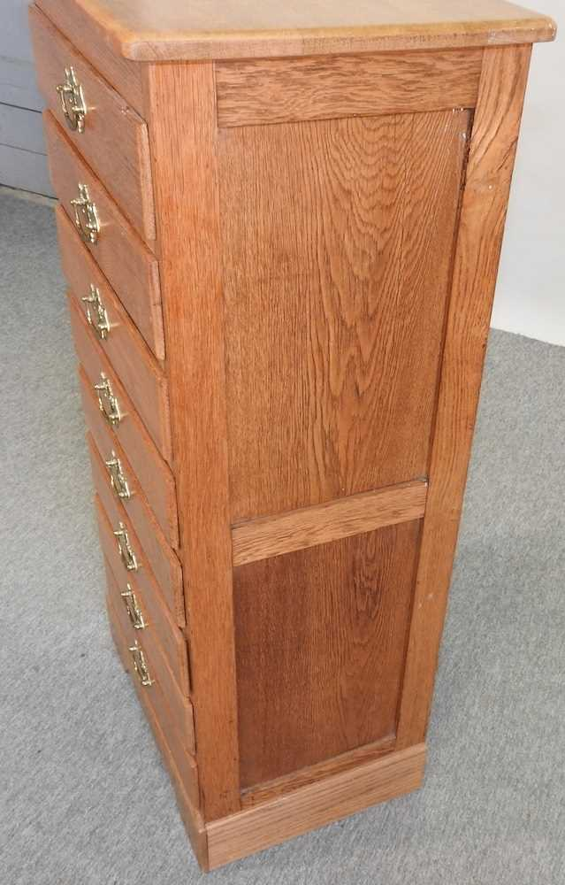 A modern narrow oak chest of drawers - Image 6 of 10