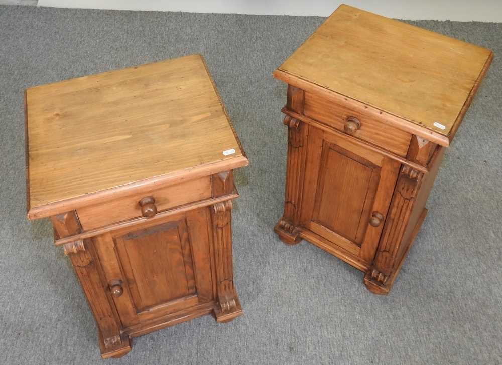 A pair of pine bedside cabinets - Image 5 of 5