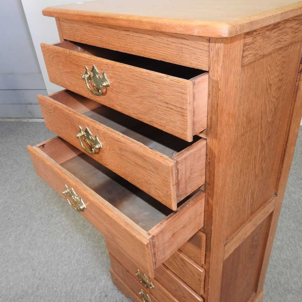A modern narrow oak chest of drawers - Image 10 of 10