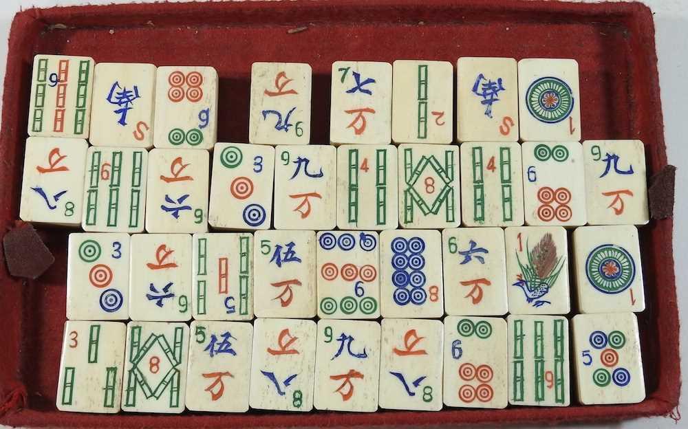 A vintage mahjong set - Image 4 of 12