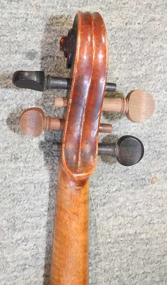 A violin and bow - Image 5 of 8