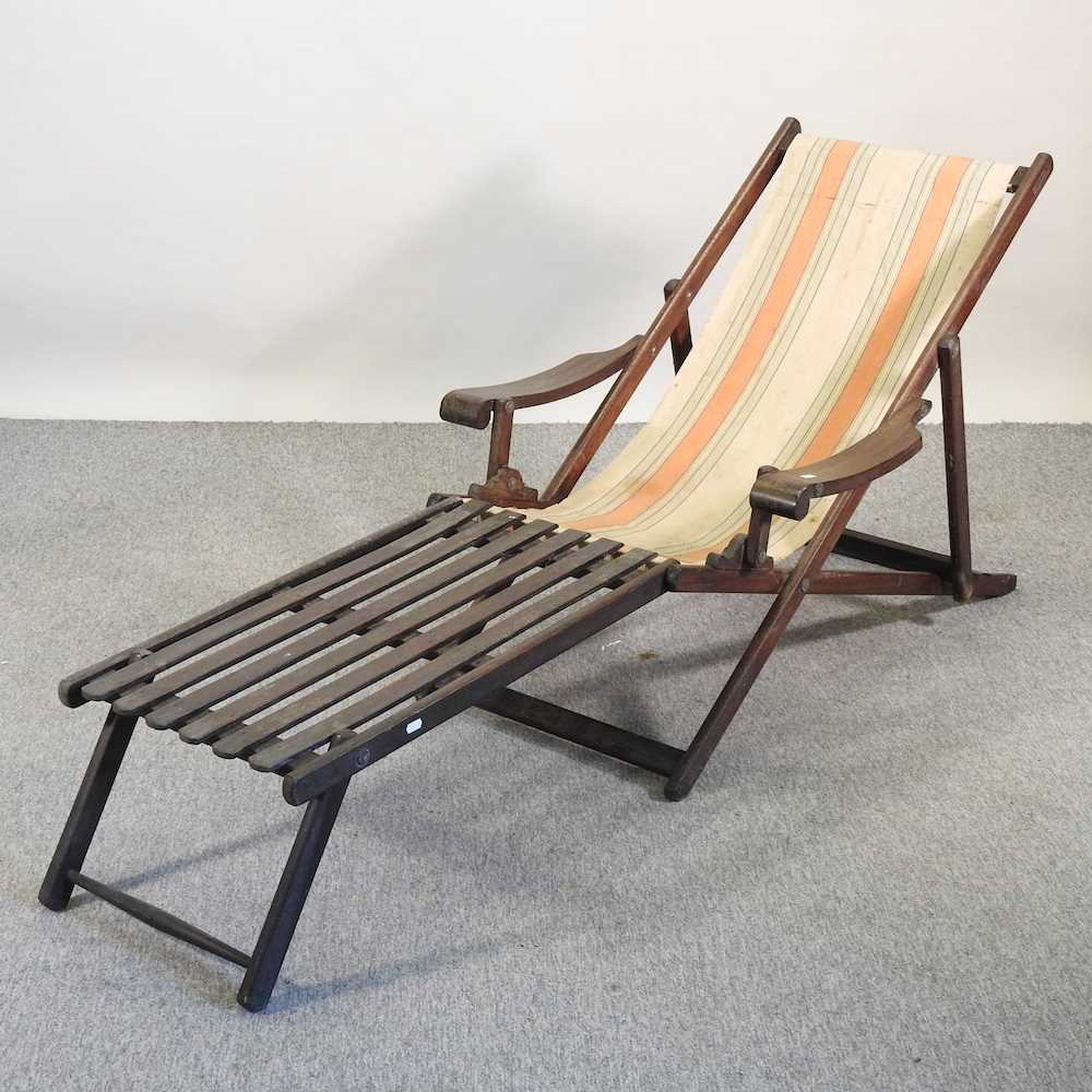 A folding wooden deck chair - Image 6 of 6