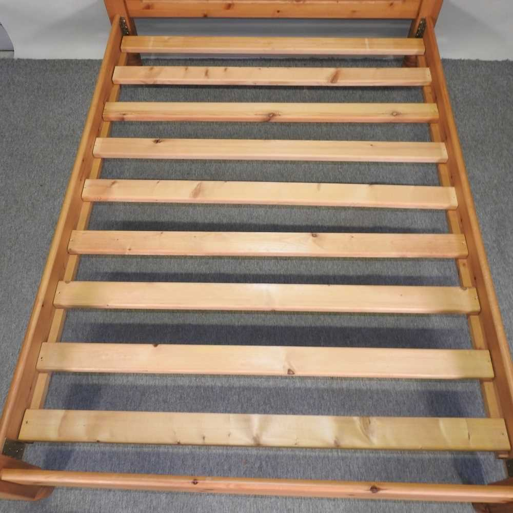 A modern pine double bedstead - Image 6 of 8