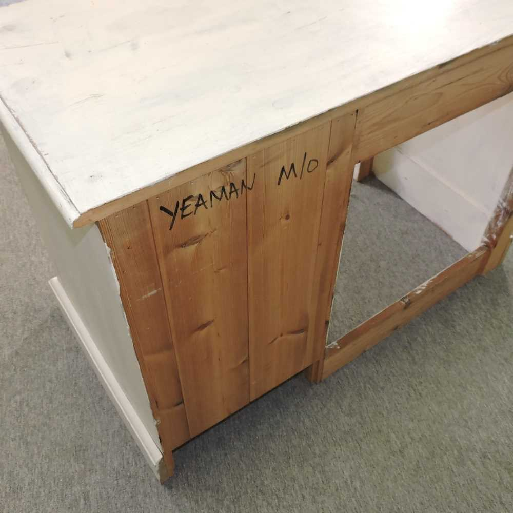 A white painted pine desk - Image 5 of 9