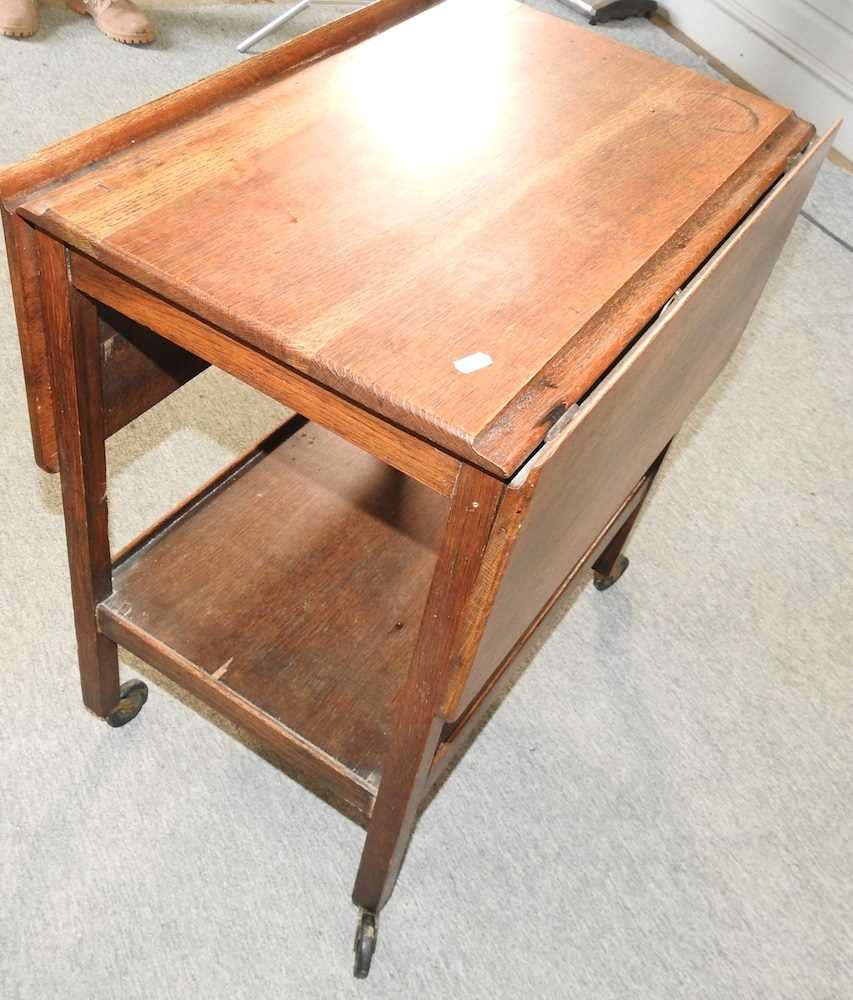 An Edwardian mahogany two tier occasional table - Image 7 of 8