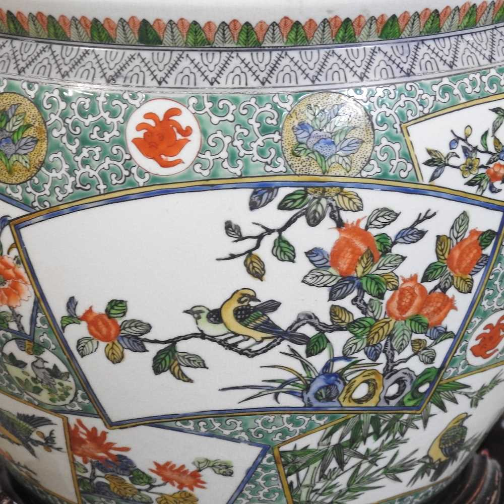 A 20th century Chinese famille verte porcelain fish bowl - Image 3 of 9