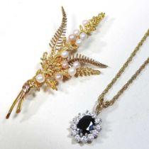 A 9 carat gold brooch