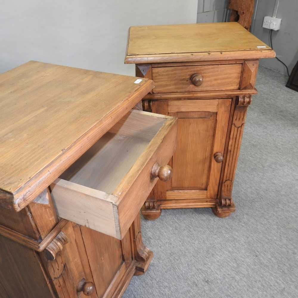 A pair of pine bedside cabinets - Image 2 of 5