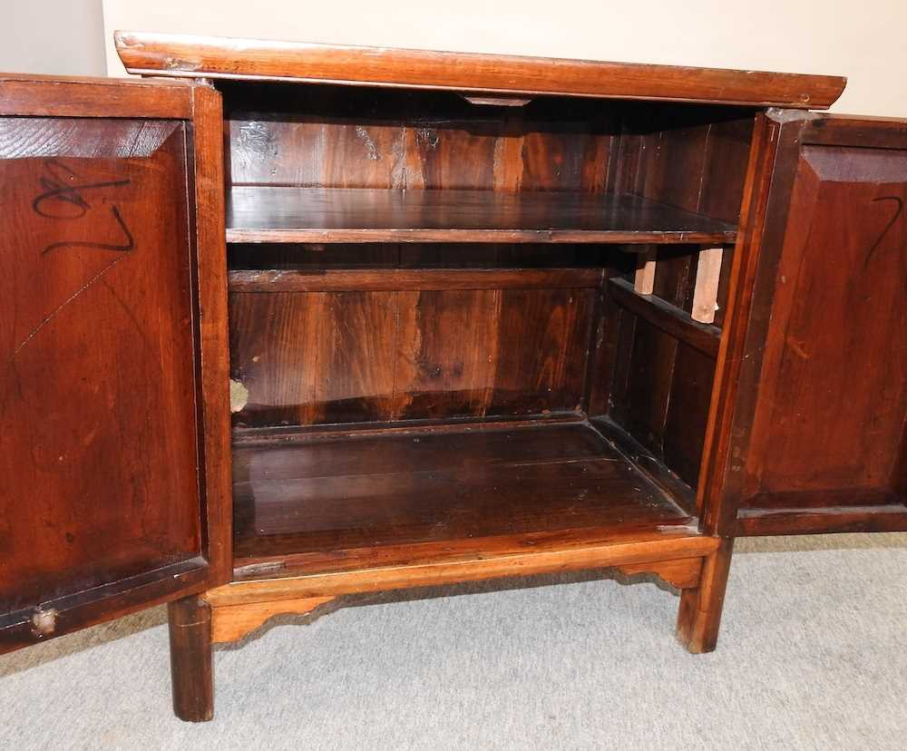 A modern Chinese hardwood cabinet - Image 2 of 10