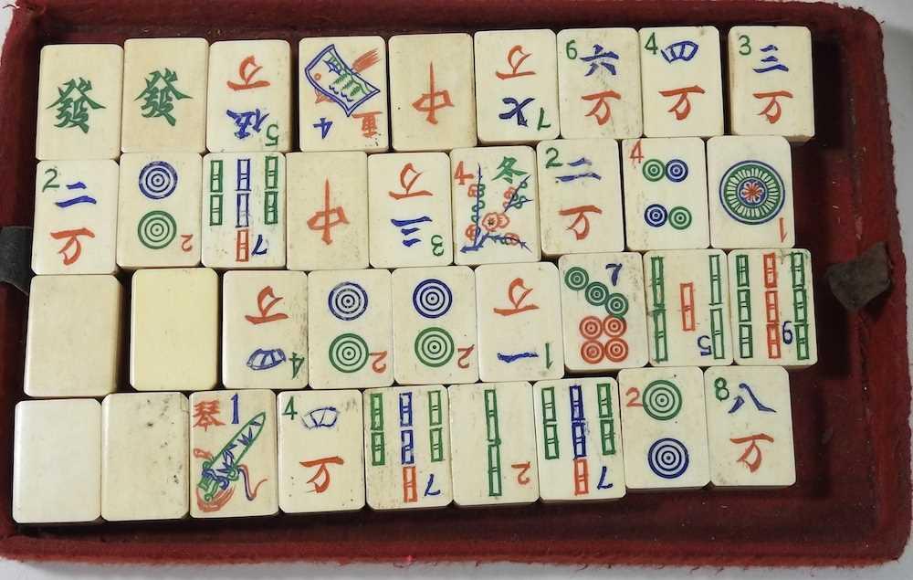 A vintage mahjong set - Image 5 of 12