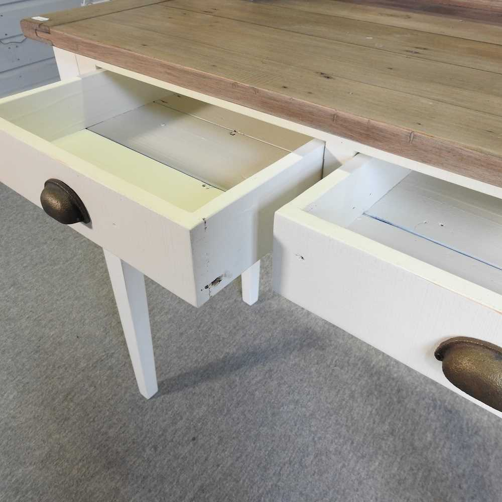 A modern cream painted desk - Image 6 of 6