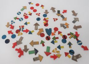 Good Selection of Plotting Table Arrows consisting 20 x fibreboard arrows ... 10 x red, composite