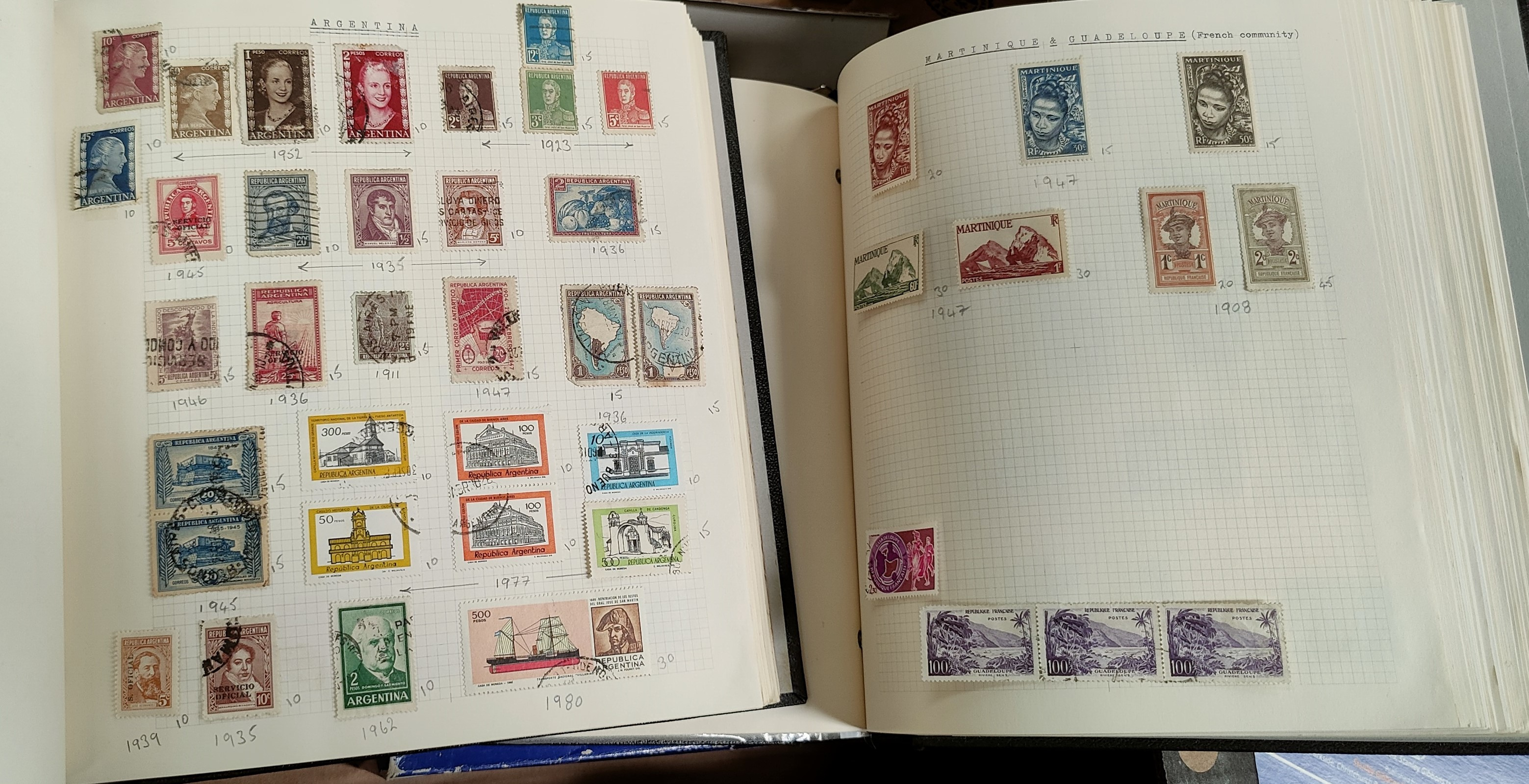 A very nicely presented world collection of stamps in 4 Stanley Gibbons Devon loose-leaf albums with - Image 2 of 23