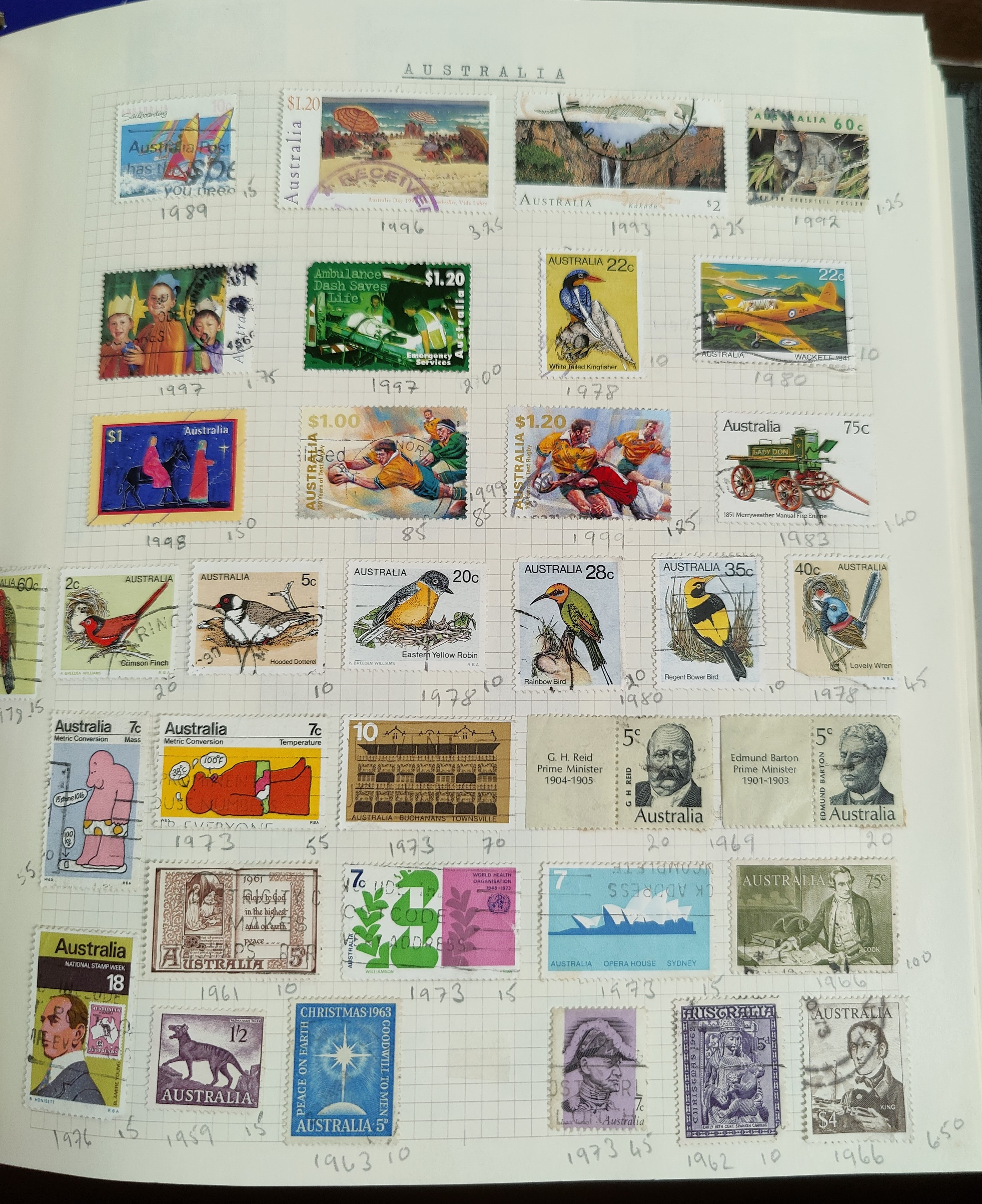 A very nicely presented world collection of stamps in 4 Stanley Gibbons Devon loose-leaf albums with - Image 4 of 23