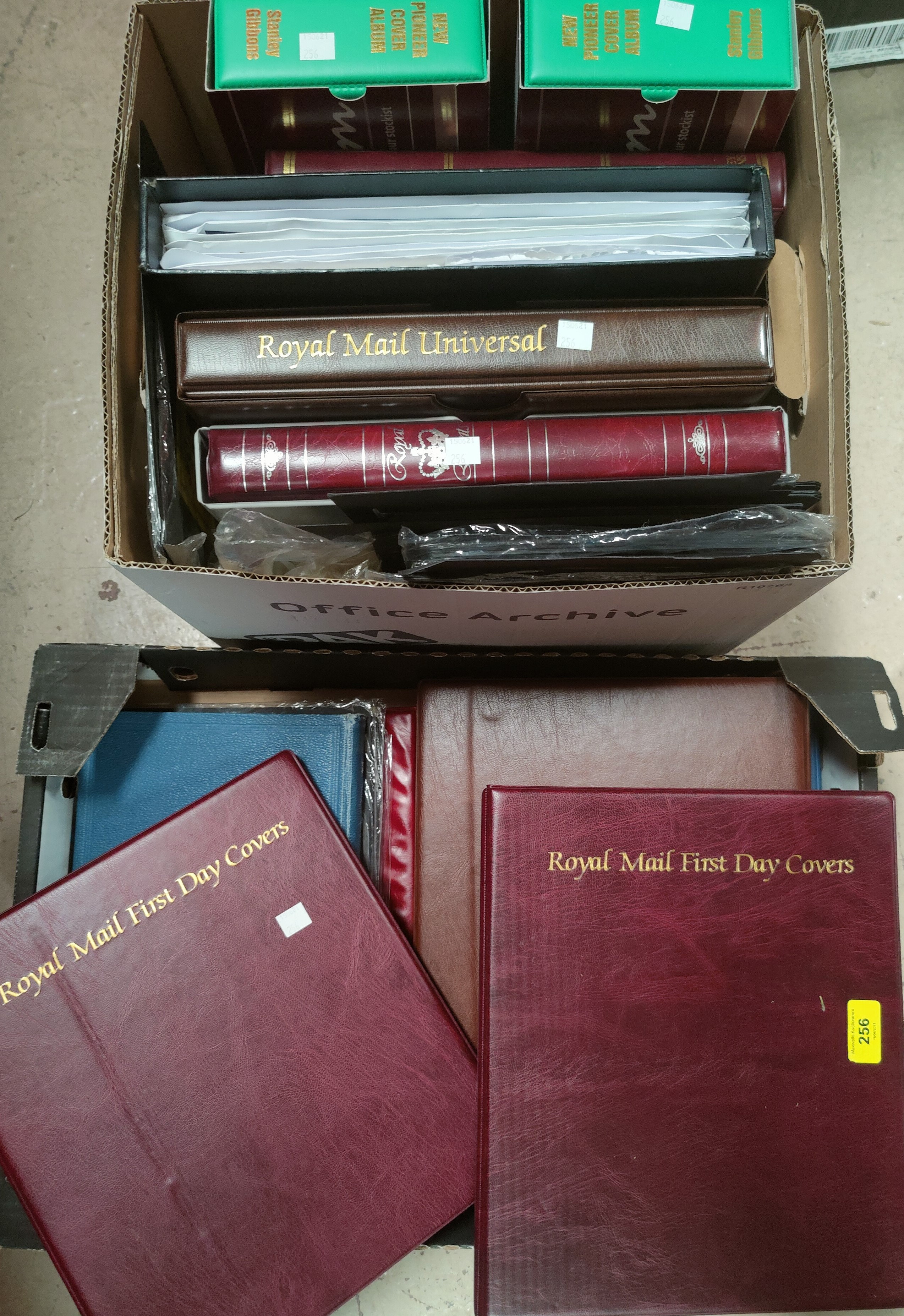 A selection of empty loose-leaf and other albums.