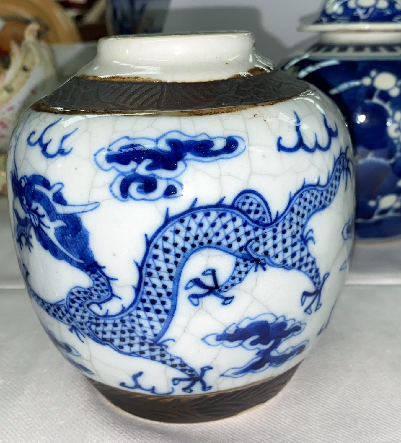 A Chinese blue & white ginger jar and cover, 18 cm (chipped); a matched pair, similar (no covers) - Image 3 of 8