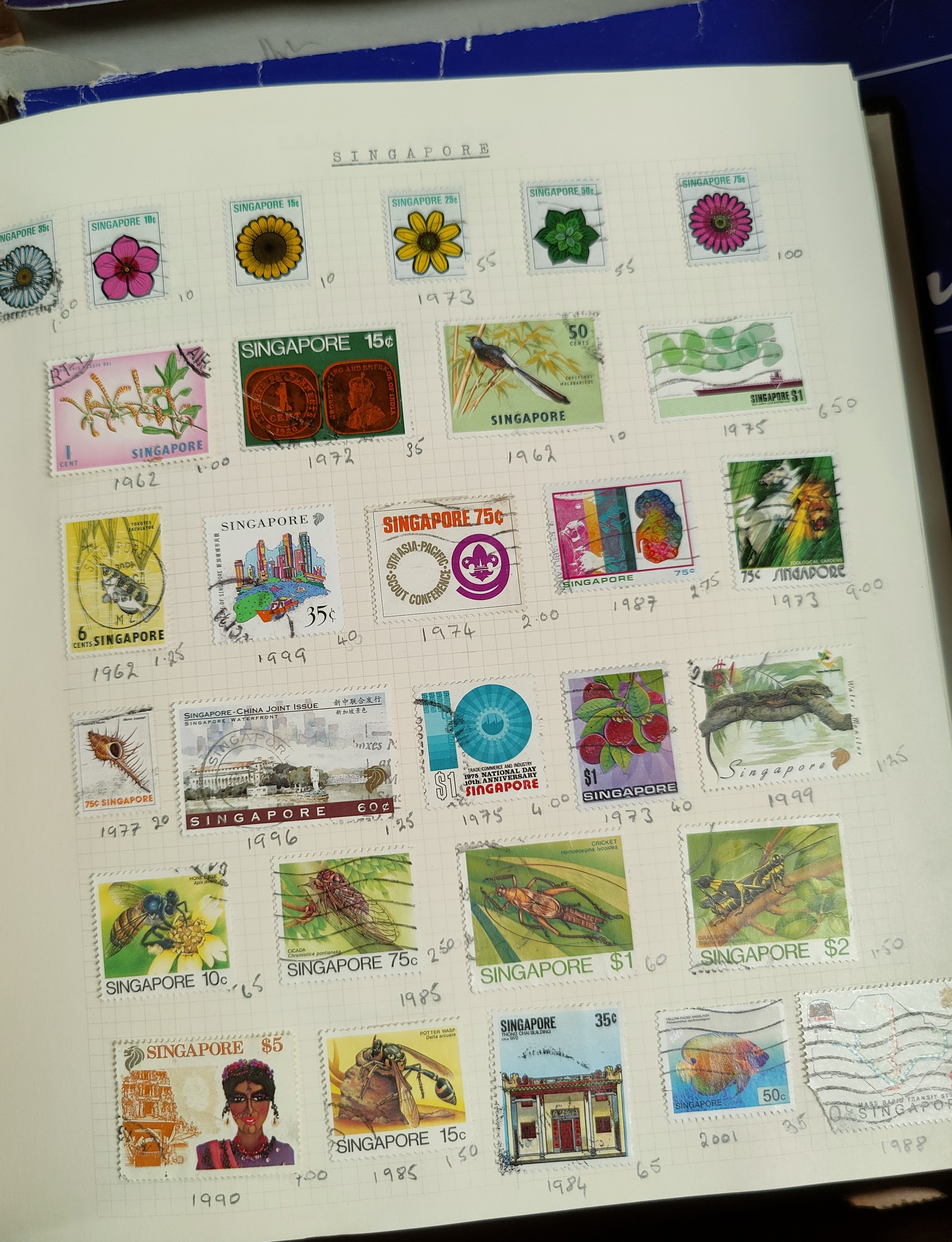 A very nicely presented world collection of stamps in 4 Stanley Gibbons Devon loose-leaf albums with - Image 18 of 23