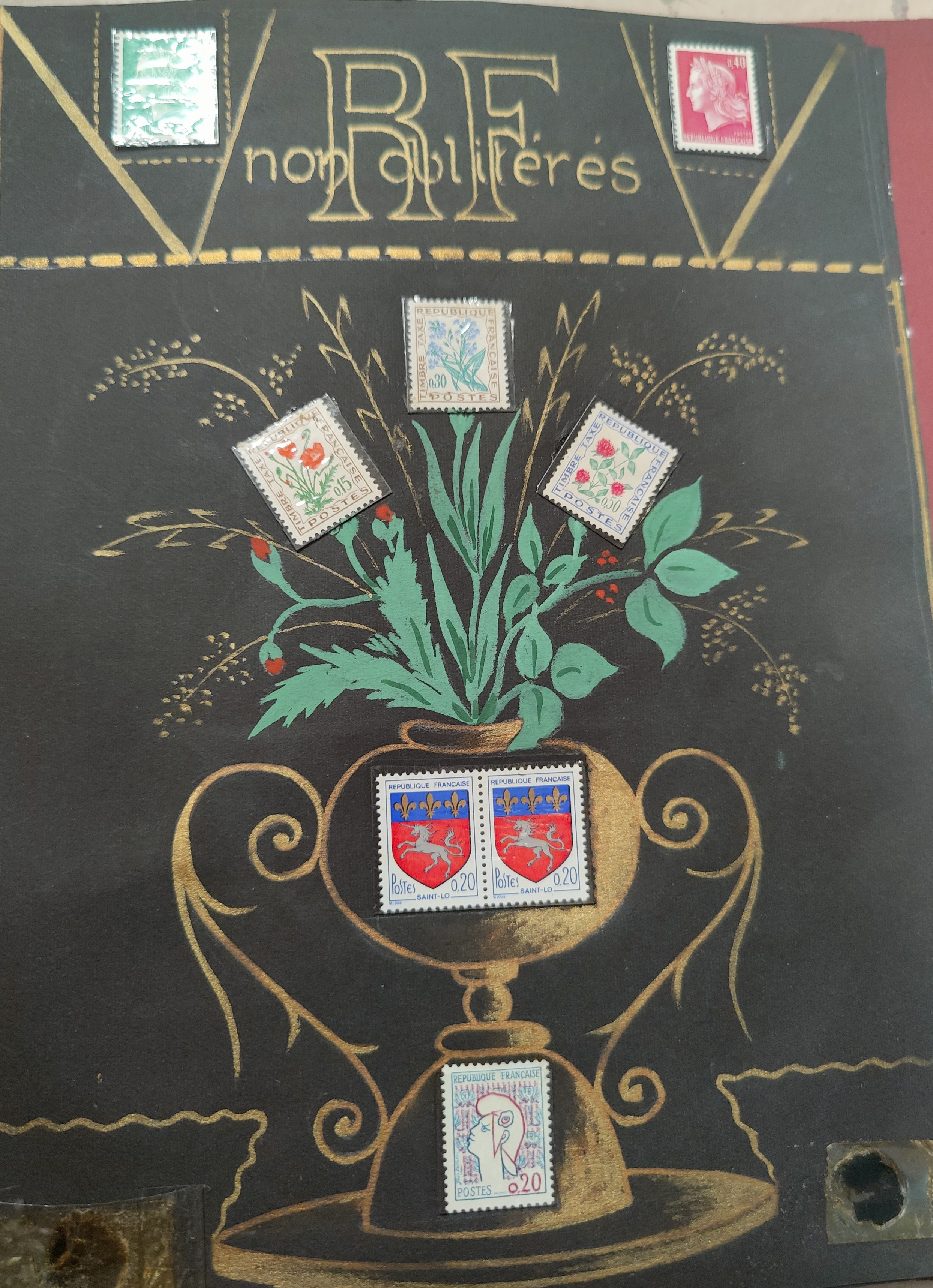 A decorated album with French issues, 3 other albums.