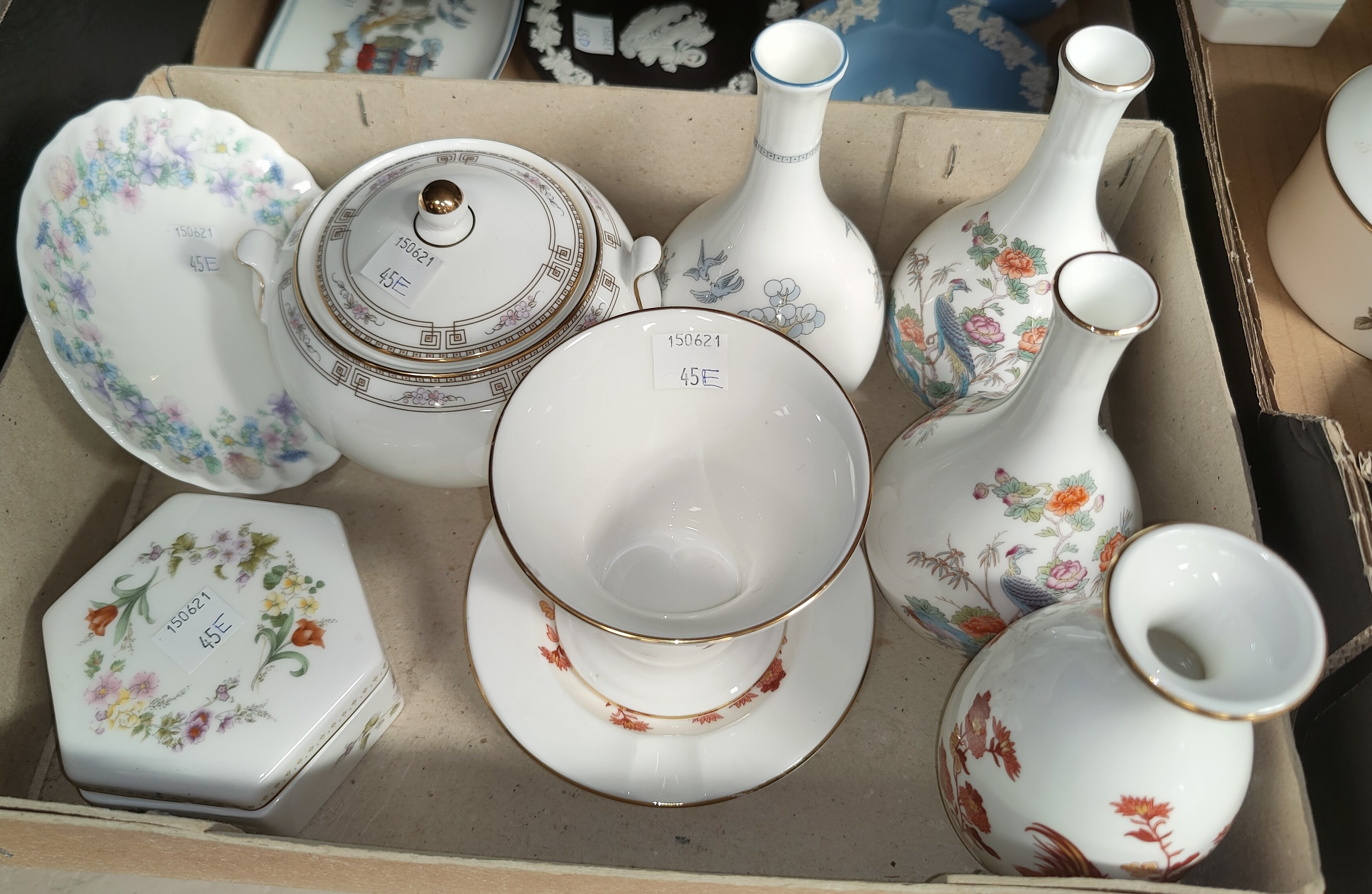 A selection of Wedgewood decorative china, including Golden Cockrill etc