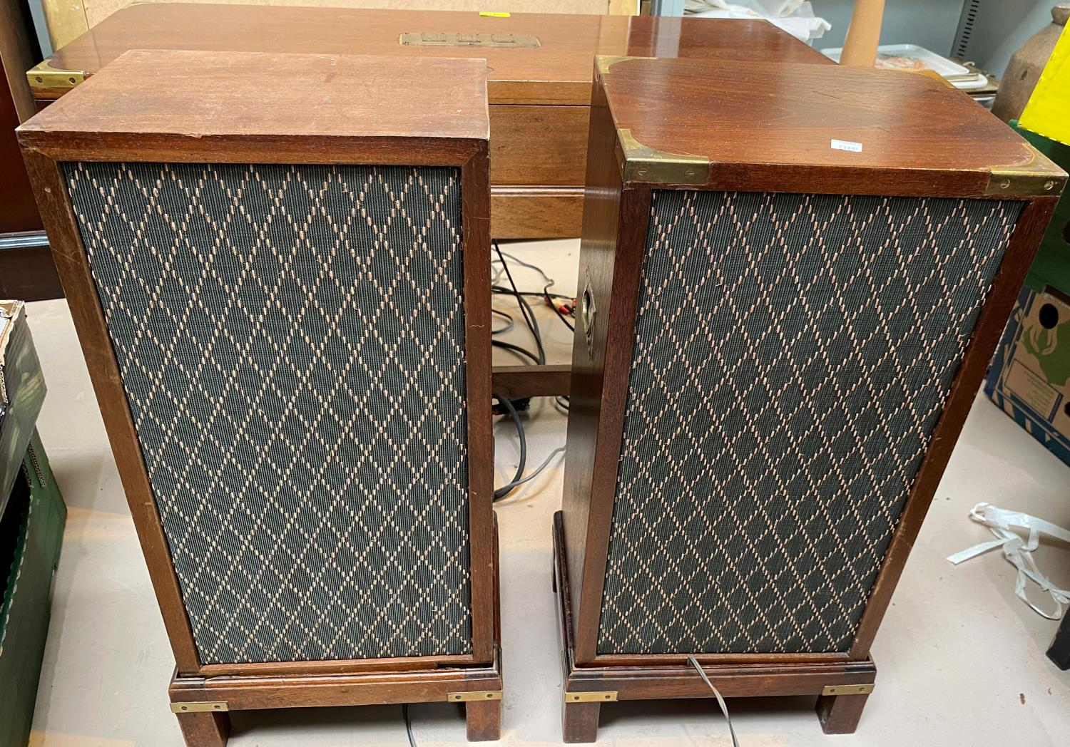 A Dynatron vintage stereogram in reproduction mahogany case, comprising 'gun box' brass mounted - Image 3 of 3