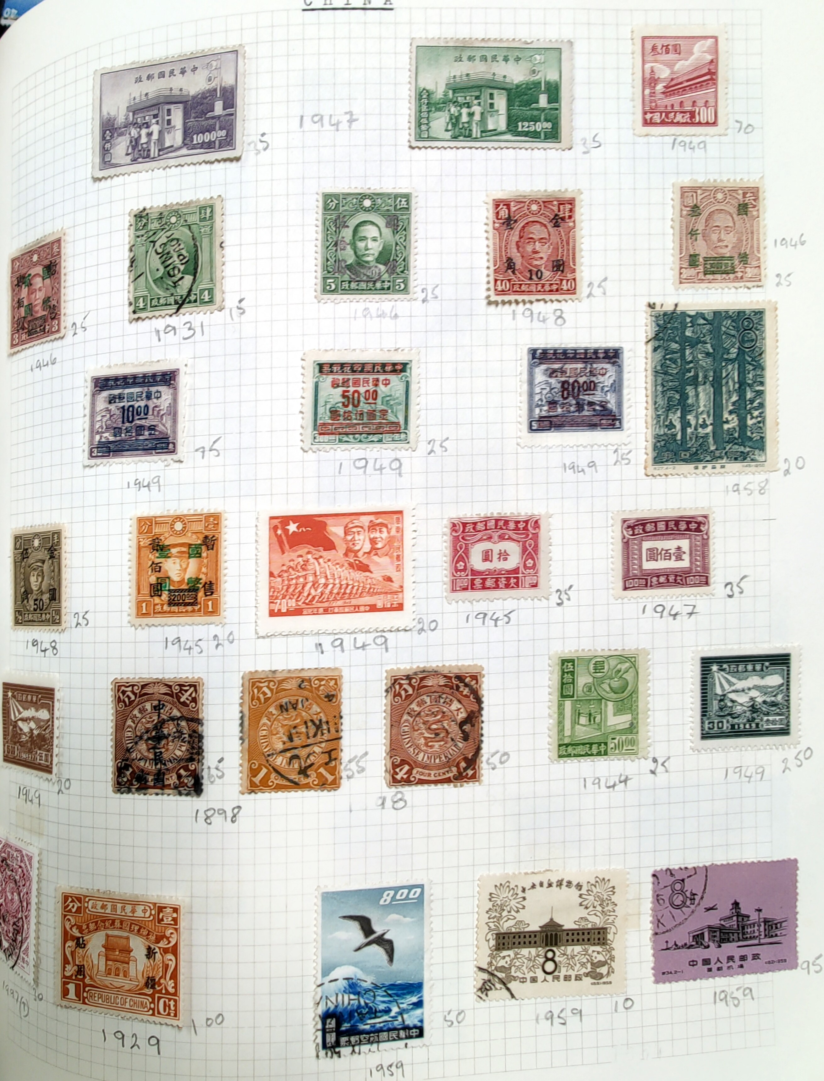 A very nicely presented world collection of stamps in 4 Stanley Gibbons Devon loose-leaf albums with - Image 22 of 23