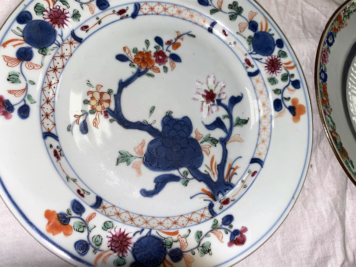 An 18th century Chinese dish with central incised decoration and polychrome decorated floral rim, d. - Image 2 of 3