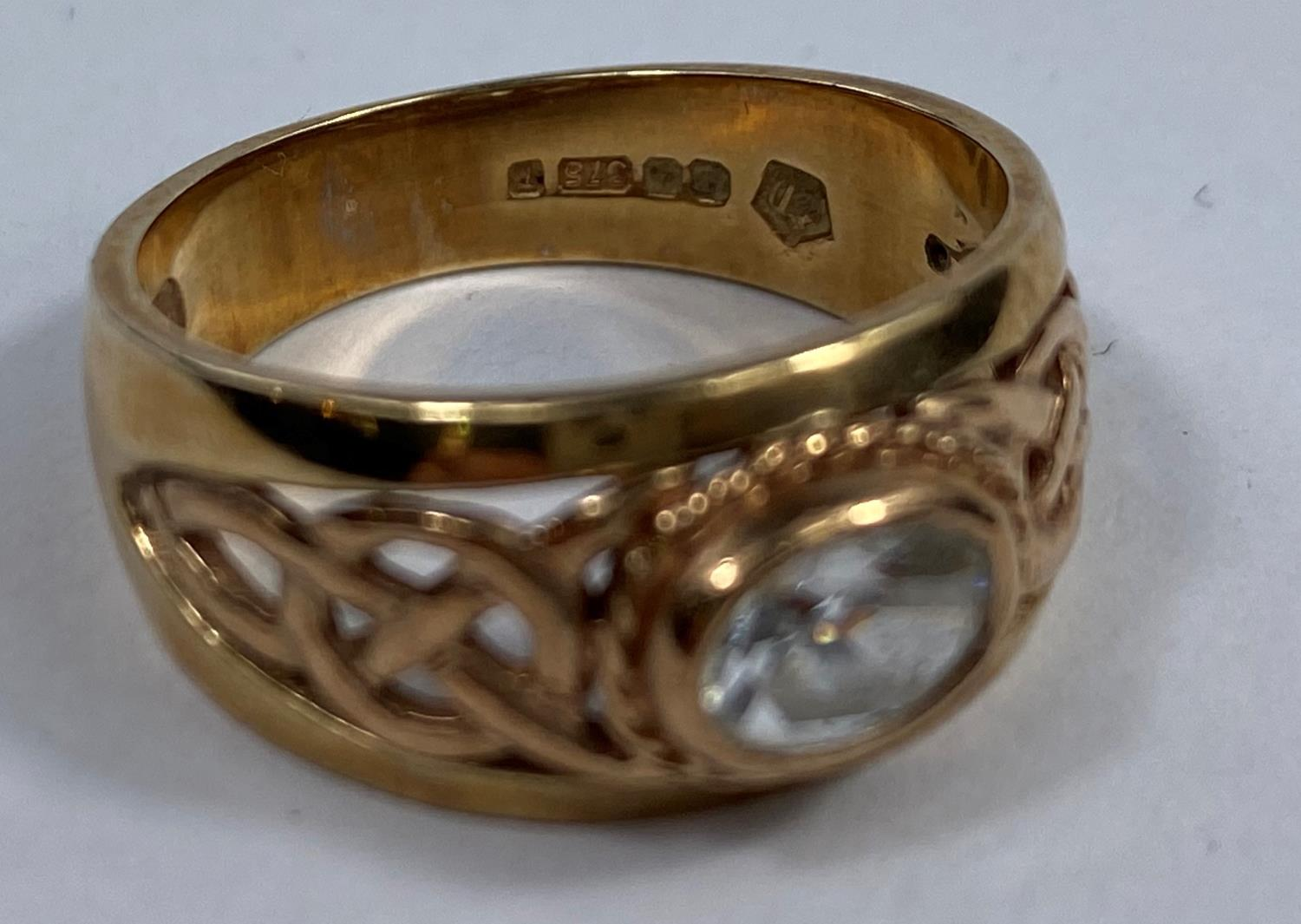 A 9 carat hallmarked gold period style ring set clear oval stone, the split shank with pierced - Image 3 of 5