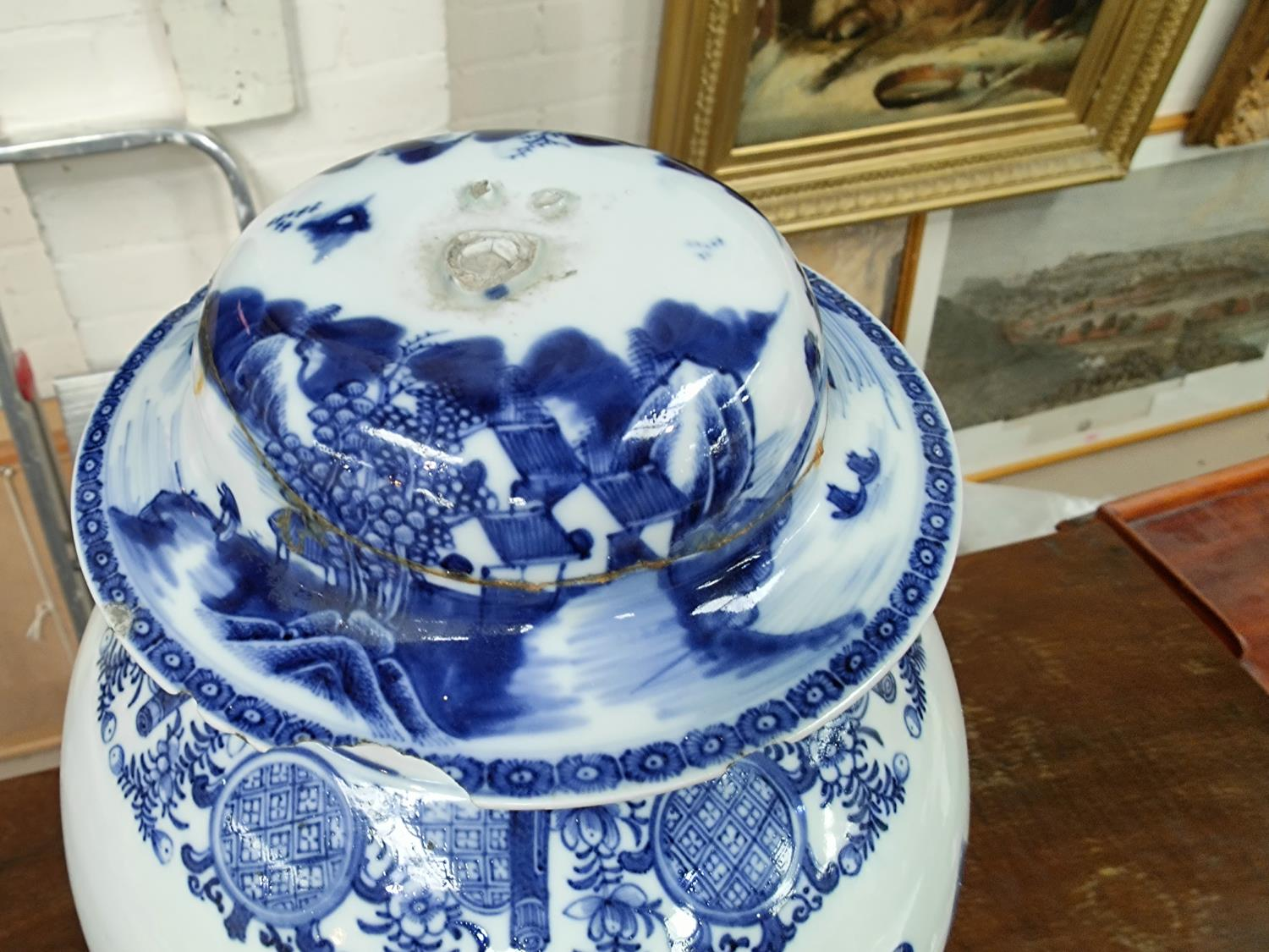 A large18th century Chinese Qianlong period blue and white inverted baluster lidded vase with - Image 5 of 6