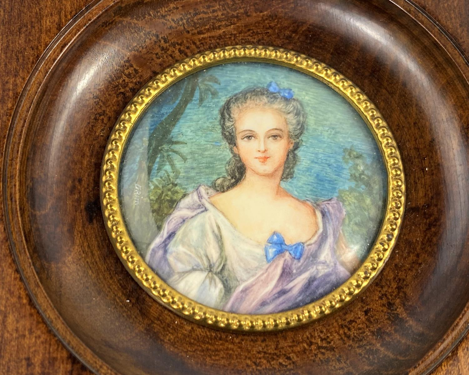 Two hand painted portrait miniatures: Mdme de Pompadour and Madame Adelaide, signed, diameter 55 mm, - Image 2 of 4