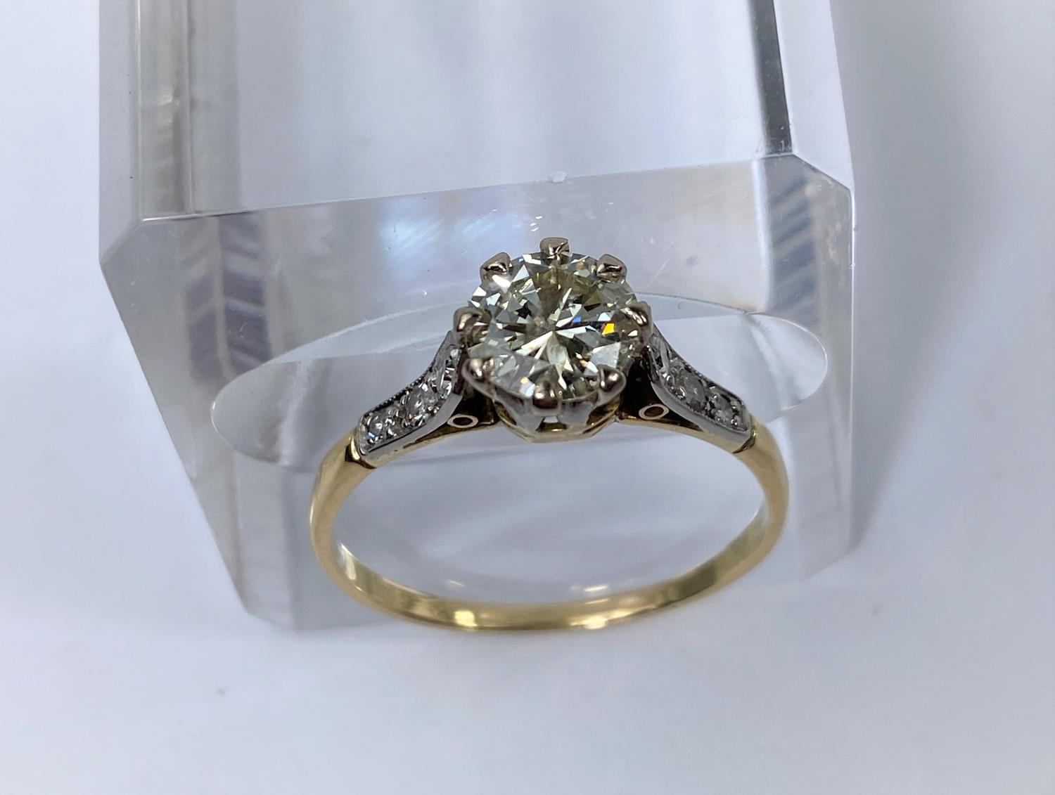 A yellow metal ring set diamond solitaire stone of 1.10 metric carat approx, each shoulder set 3 - Image 5 of 5