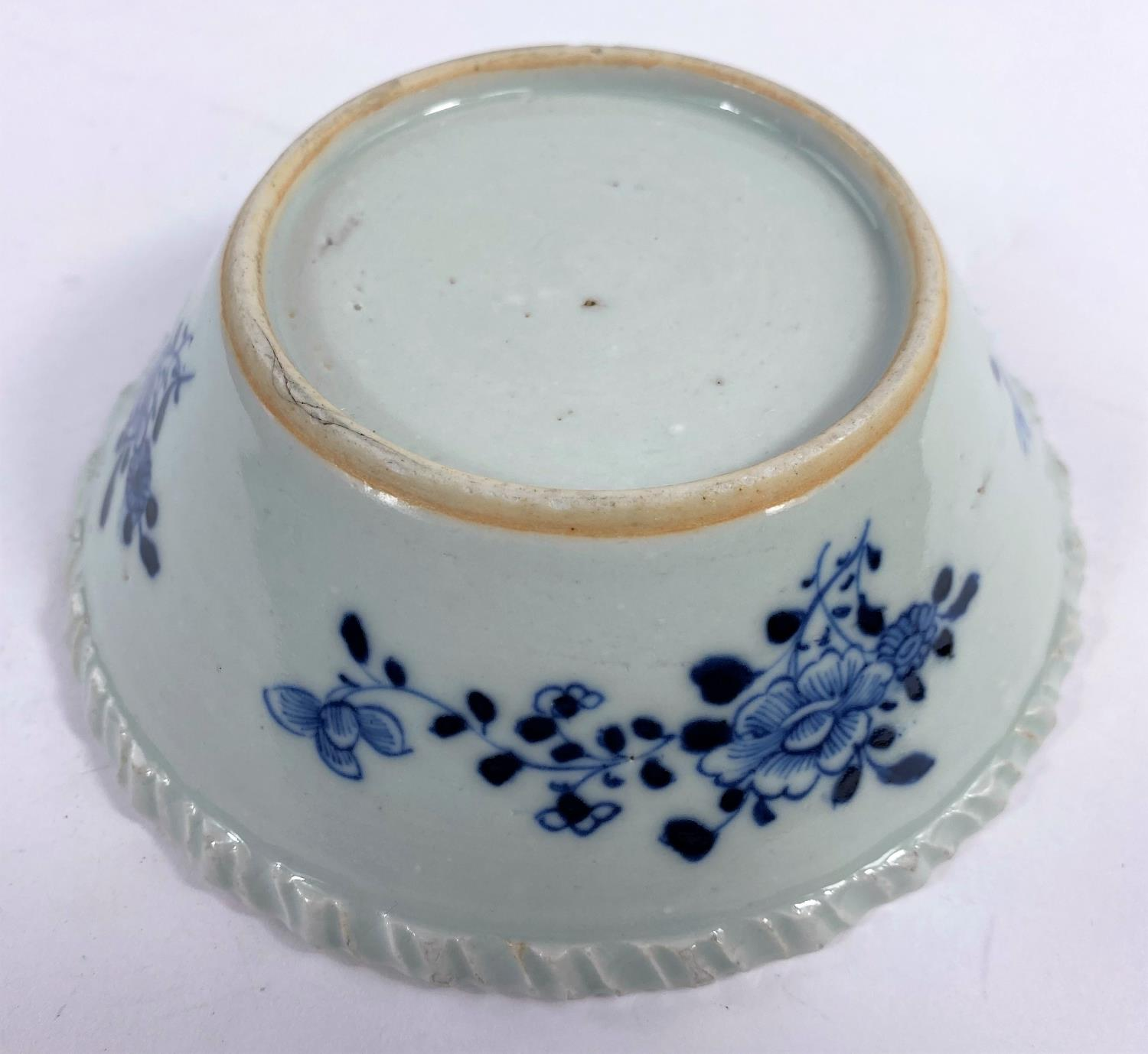 An 18th century Chinese blue and white porcelain bowl with pie crust rim decorated with antiques and - Image 4 of 5