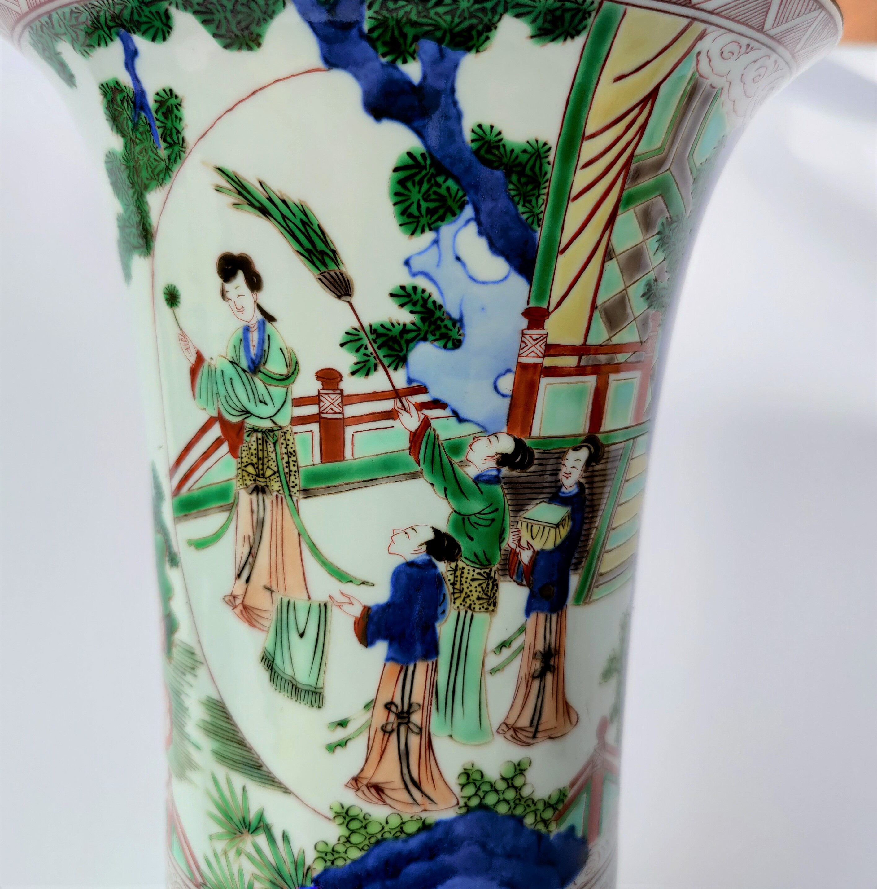 A Chinese famille verte cylindrical vase with flared rim, depicting a domestic scene, height 40cm - Image 4 of 4