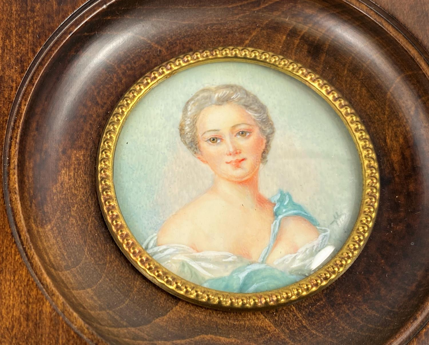 Two hand painted portrait miniatures: Mdme de Pompadour and Madame Adelaide, signed, diameter 55 mm, - Image 3 of 4