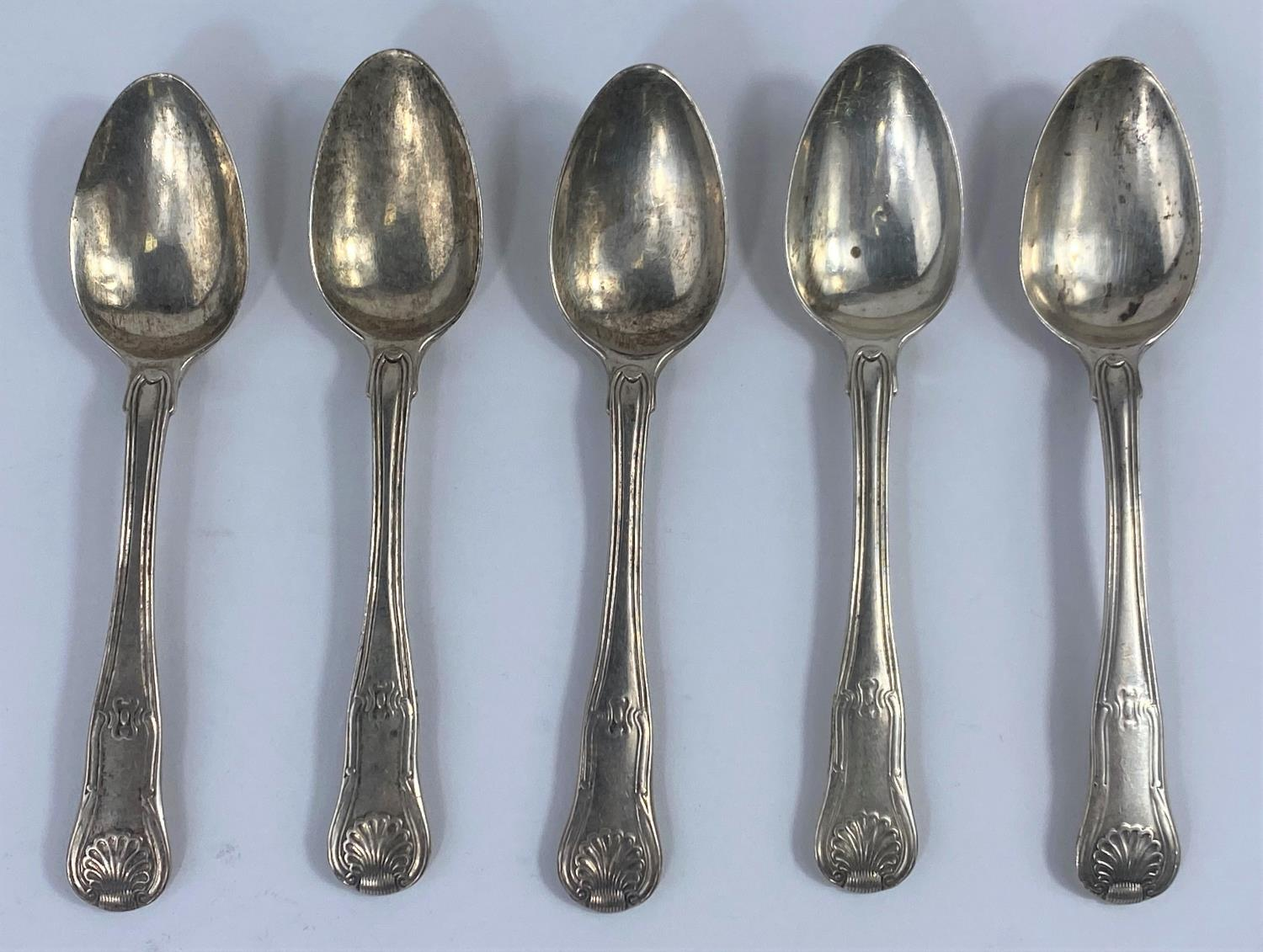 Five hallmarked silver teaspoons, fiddle thread and shell pattern, London 1815, 5.5 oz