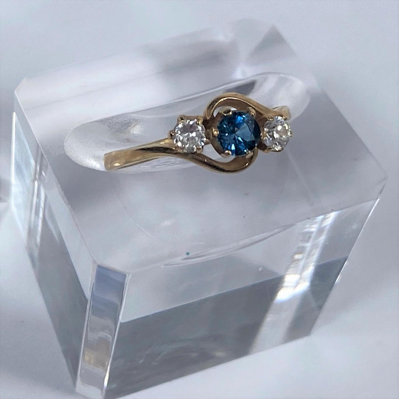 Three 9 carat hallmarked gold dress rings, 5.4 gm - Image 2 of 4