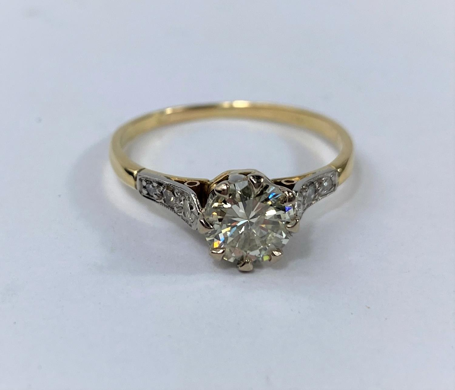 A yellow metal ring set diamond solitaire stone of 1.10 metric carat approx, each shoulder set 3 - Image 2 of 5