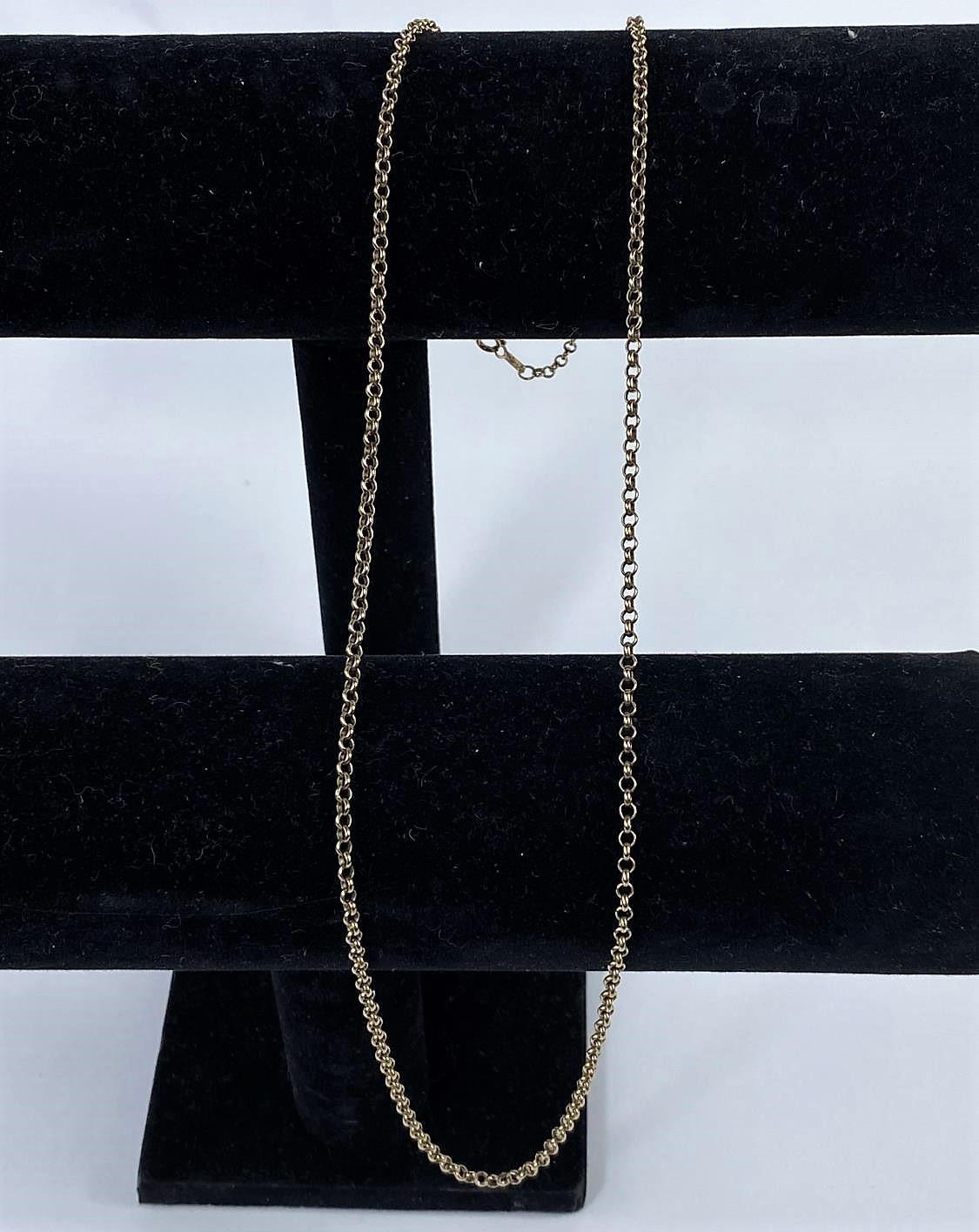 A fine belcher chain, stamped '375', 9.6 gm