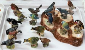 A Beswick bird stand and a large collection of Beswick birds (16)