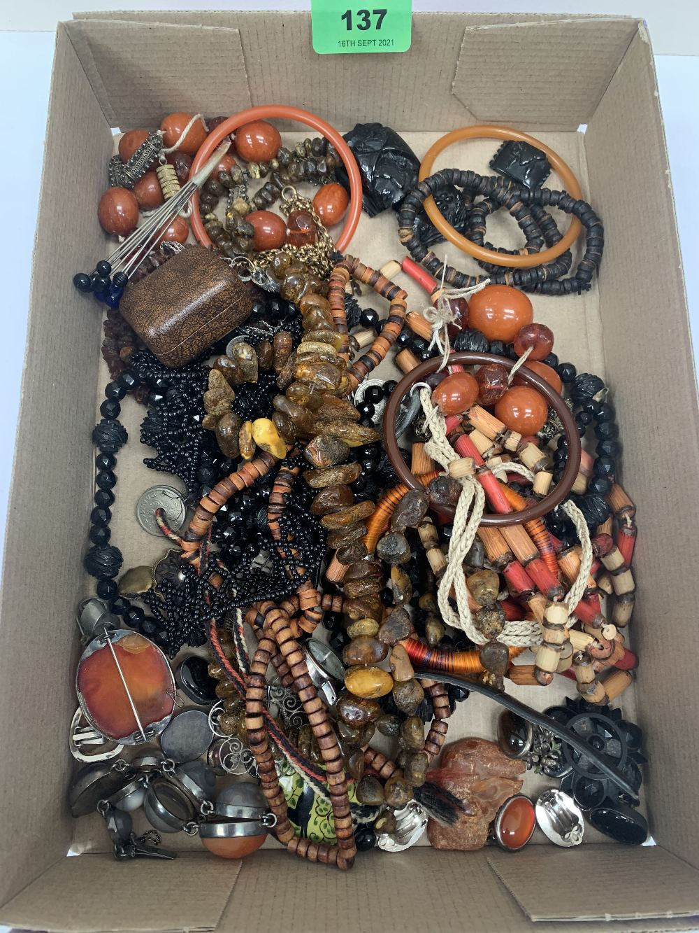 A quantity of jewellery to include Whitby jet.