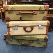 A LOT OF THREE VINTAGE TRAVEL CASES