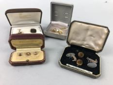 A LOT OF GOLD CUFFLINKS AND OTHER ITEMS