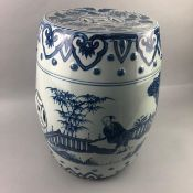 A 20TH CENTURY CHINESE BLUE AND WHITE BARREL SHAPED GARDEN SEAT