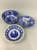 AN EARLY 20TH CENTURY BLUE AND WHITE CIRCULAR BOWL AND OTHER BOWLS AND PLATES