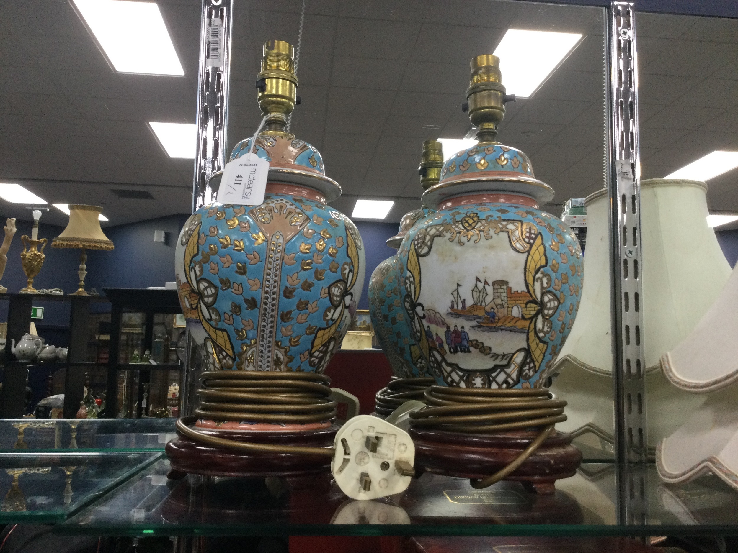 A PAIR OF CHINESE TABLE LAMPS