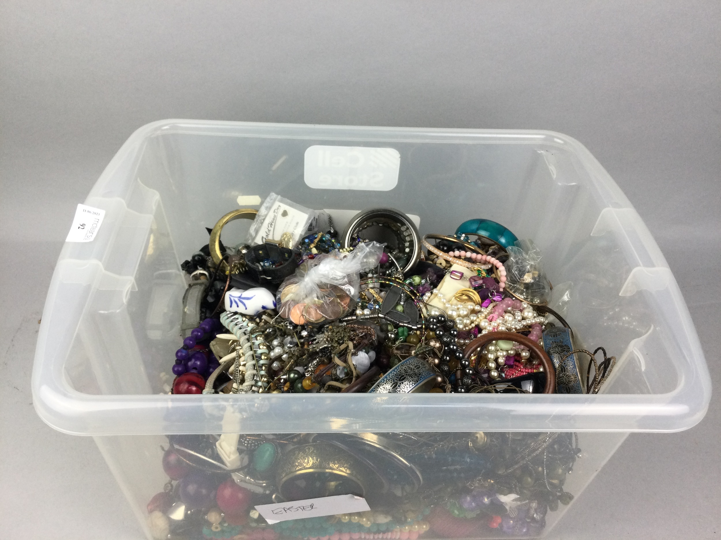 A LARGE COLLECTION OF COSTUME JEWELLERY